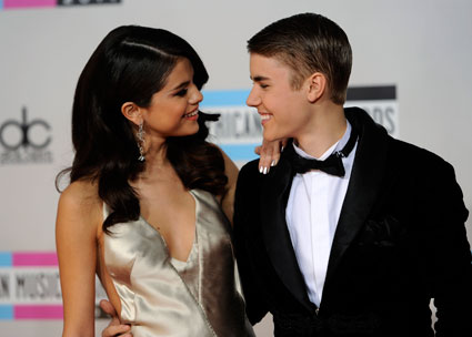 Justin Bieber feeds Selena Gomez pudding on a date night in Malibu