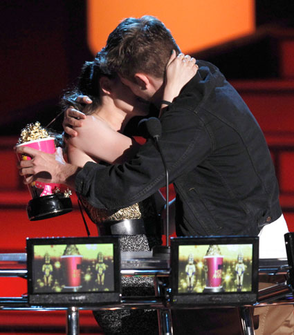 Kristen Stewart says she want The Hunger Games to win Best Kiss