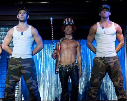 Watch channing tatum and alex pettyfer naked and thrusting in new magic mike trailer