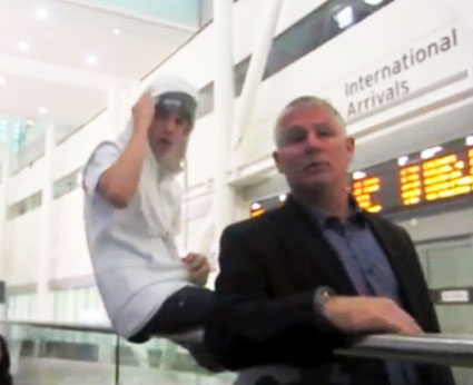 justin bieber rude to fans at airport
