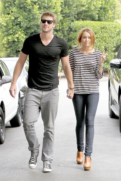 miley cyrus and liam hemsworth holding hands