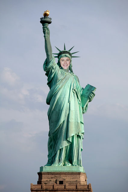 Niall Horan Statue of Liberty