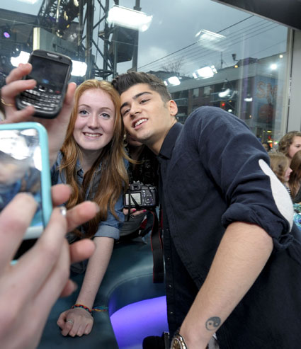 one direction's zayn malik poses with a fan in canada on muchmusic new music live