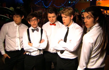 Glee do One Direction's What Makes You Beautiful