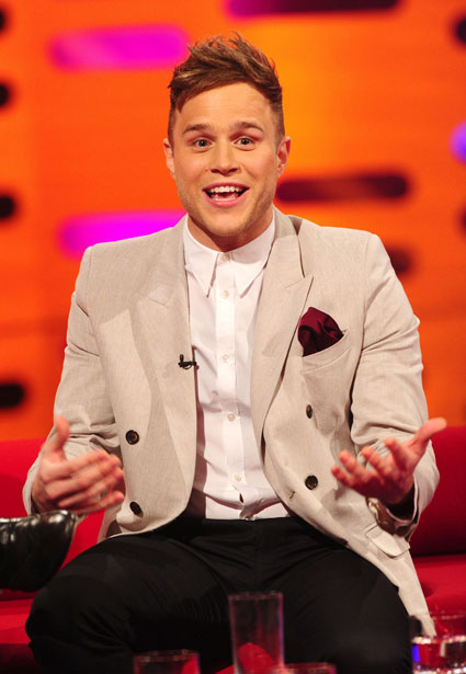 Olly Murs is going to be late for the One Direction tour because of football