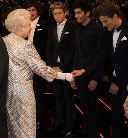 One Direction meet the Queen