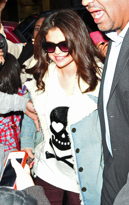 selena gomez snapped smiling after Justin Bieber split
