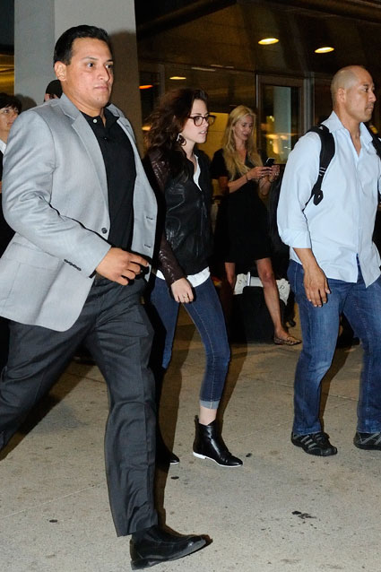 Kristen Stewart wearing Robert Pattinson's t-shirt as she arrives at the Toronto International film festival - PICS