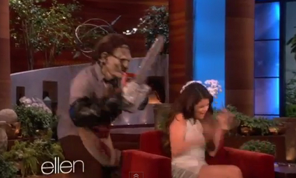 Selena Gomez gets freaked out by Ellen DeGeneres - VIDEO LOL