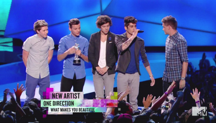 one direction win three moon men at the mtv vmas