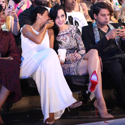 Rihanna and Katy Perry get cosy at the MTV VMA awards