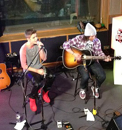 Justin bieber performs exclusive radio 1 gig for teen hero nominees - pics