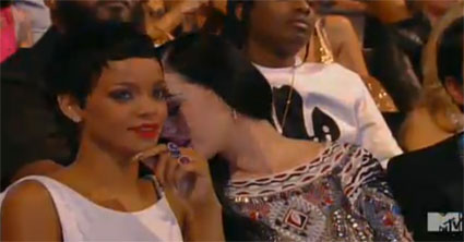 katy perry sings one direction to rihanna at the vmas