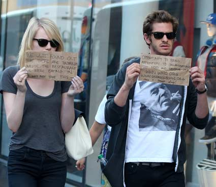 emma stone and andrew garfield signs for the paparazzi