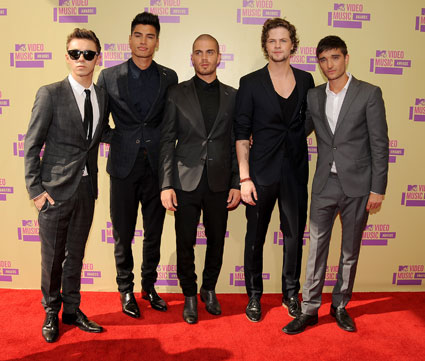the wanted in suits on mtv vma red carpet
