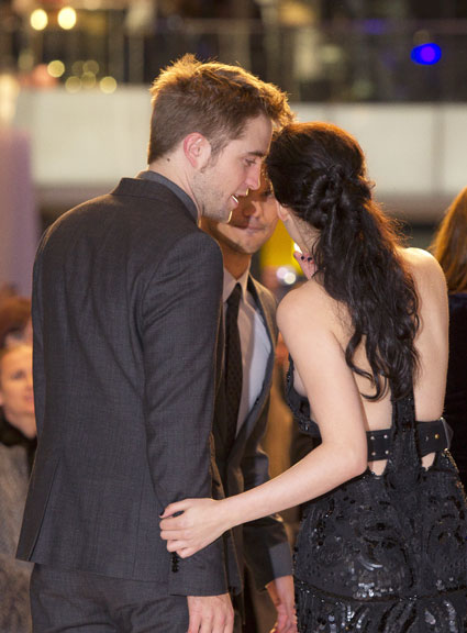 kristen stewart and robert pattinson at breaking dawn premiere
