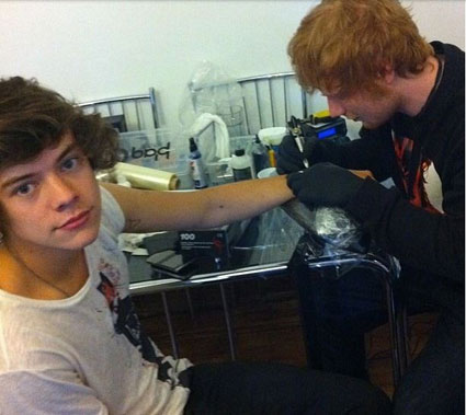 ed sheeran giving harry styles a tattoo