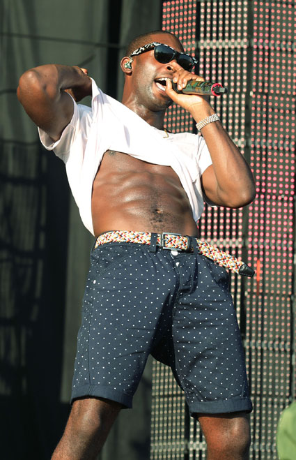 Tinie Tempah shows off his FIT abs at Virgin Media V Festival 2012