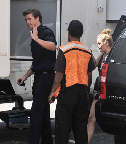 Miley Cyrus visits liam hemsworth on set