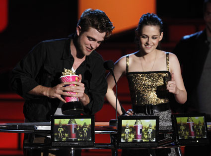 MTV VMA host banned from making jokes about Robsten