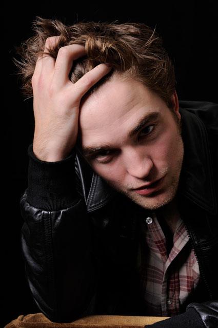 Robert Pattinson drunk dialling Kristen Stewart