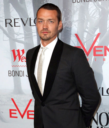 Rupert Sanders still on to direct swath 2