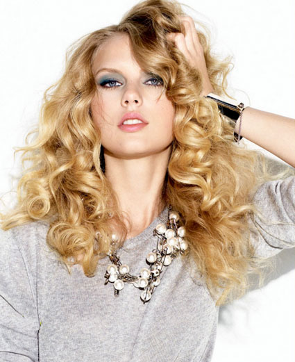 taylor swift love story. Look how gorgeous the Love