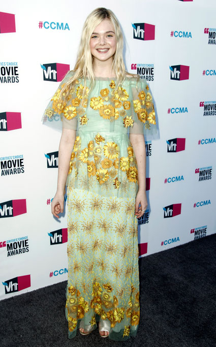 elle fanning at the critics choice awards 2012