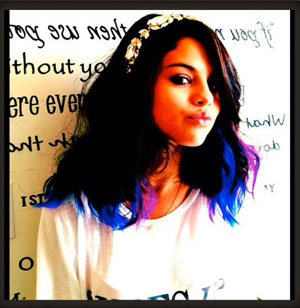 Selena Gomez's dyed her hair purple and blue!