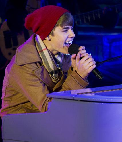 Justin Bieber Dick Clark's New Year's Rockin Eve 2011 / 2012