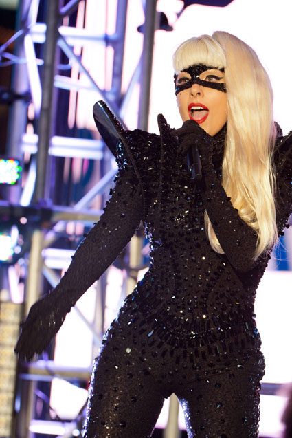 Lady Gaga and 'VAMPIRE DIARIES' Boyfriend Buying 2 Love Nests Together