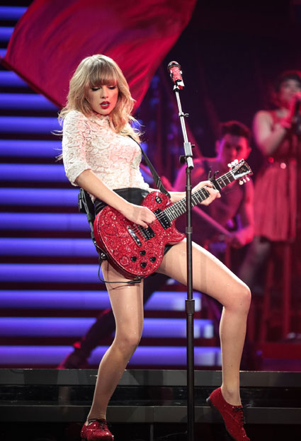 Taylor Swift holding 'group therapy' sessions for fans after her concerts? - Taylor Swift images - sugarscape.com