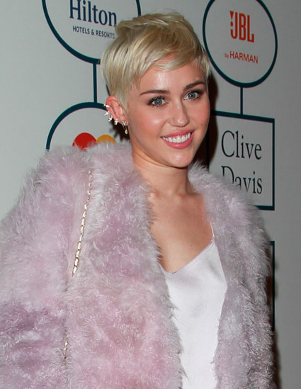 Miley Cyrus performs 'Jolene' at Clive Davis' pre-Grammy Gala - Miley Cyrus images - sugarscape.com